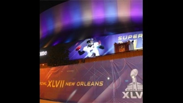Outside the Superdome_-3640492457805135021