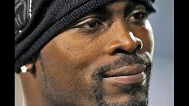 Michael Vick's Comedy Explosion Draws Protesters in Shreveport