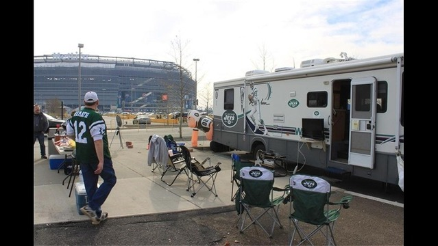 Tailgating at MetLife Stadium_5671436845615170512
