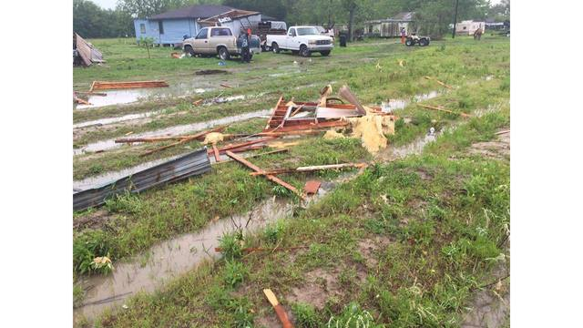 Tornado kills 2 in Louisiana as state put on 'high alert'
