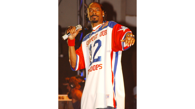 This Badass Sign Language Interpreter Just Out-Snooped Snoop Dogg
