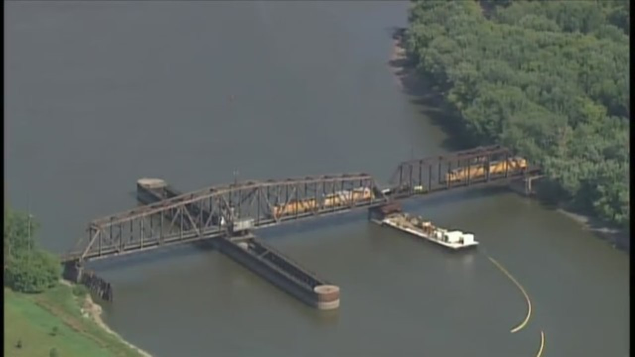 trains derail 3 200 gallons of diesel fuel spill into mississippi river